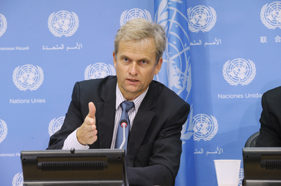 Bela Hovy, Chief of the Migration Section, Population Division of the UN Department of Economic and Social Affairs (DESA), addresses a press conference on the latest international migration statistics from his office. The new figures show that 232 million people, or 3.2 per cent of the world's population, live abroad worldwide, compared with 175 million in 2000 and 154 million in 1990. 11 September 2013 United Nations, New York Photo # 560568