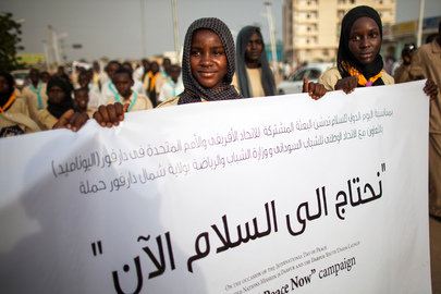 Young Sudanese March in UNAMID-Organized Peace Parade