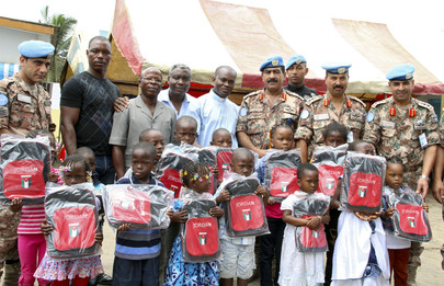 Jordanian Peacekeepers of UNOCI Provide School Kits to Ivorian Children