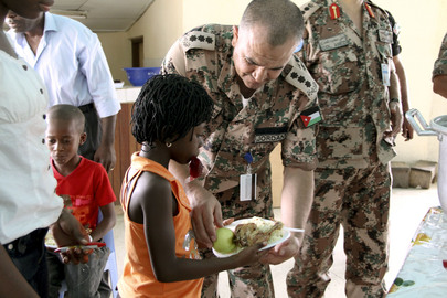 Jordanian Peacekeepers of UNOCI Provide Hot Meal to Ivorian School Children