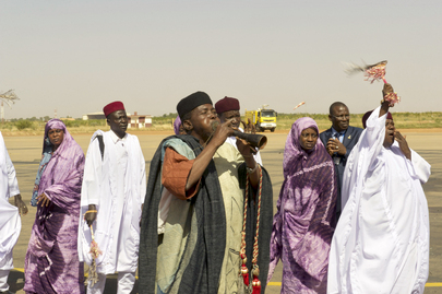 Residents of Niamey Welcome Secretary-General on Arrival in Niger