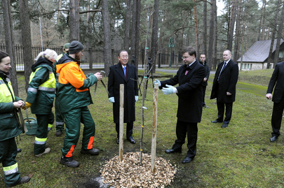 Secretary-General and Latvian Prime Minister Visit Mežaparks