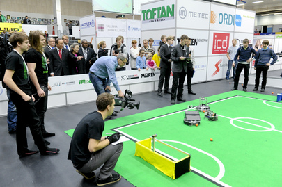 Secretary-General Visits Technology and Robotics Exhibition in Tallinn