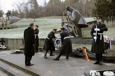 Secretary-General Lays Wreath at Antakalnis Cemetery in Vilnius, Lithuania