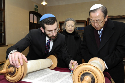 Secretary-General Visits Synagogue in Poland