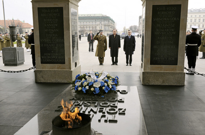 Secretary-General Lays Wreath at Tomb of Unknown Soldier, Warsaw