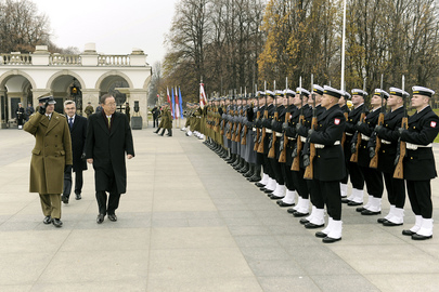 Secretary-General at Tomb of Unknown Soldier, Warsaw