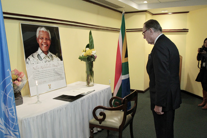 Deputy Secretary-General Signs Mandela Condolence Book