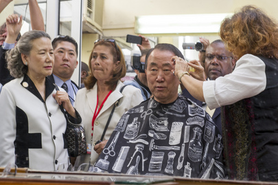 Secretary-General Receives Impromptu Haircut in Old Havana