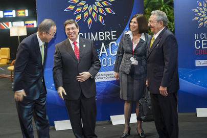 Secretary-General with Cuban President at CELAC Summit
