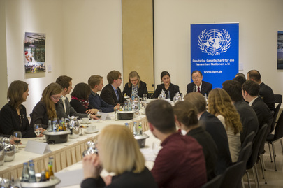 Secretary-General Meets with German Youth