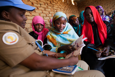 UNAMID Police Facilitates English Classes for Displaced Women