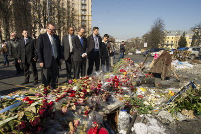 Secretary-General Pays Respect at Memorial in Kyiv