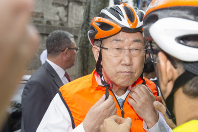 Secretary-General Promotes Bicycle as Green Mode of Transport