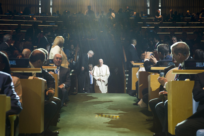 Pope Arrives in General Assembly Hall for His Address