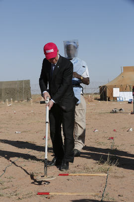 Secretary-General Visits Demining Team in Western Sahara