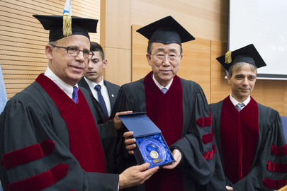 Secretary-General Receives George S. Wise Medal at Tel Aviv University