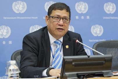 1 آب/أغسطس 2016:   راملان بن إبراهيم، الممثل الدائم لماليزيا لدى الأمم المتحدة ورئيس مجلس الأمن لشهر آب/أغسطس، مقدما إحاطة للصحافيين بشأن برنامج عمل المجلس لهذا الشهر. الصورة ©الأمم المتحدة