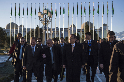 Secretary-General Visits Ashgabat Independence Monument