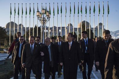 Secretary-General Visits Ashgabat Independence Monument
