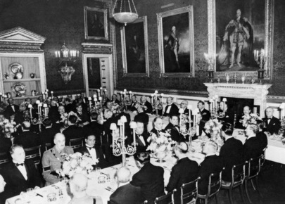 UN Delegates Attend Banquet in London as Guests of King George VI