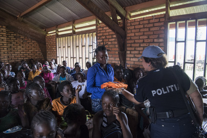 MINUSCA Police Officers Conduct Class on Gender Violence