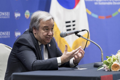 Secretary-General Meets with UN Staff in Seoul