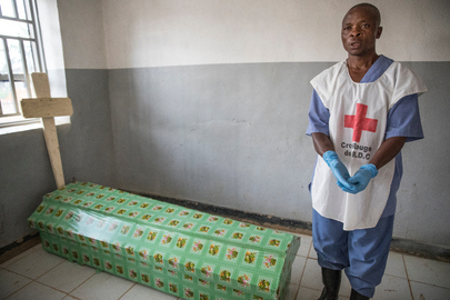 Safe and Dignified Burial Part of Ebola Emergency Response