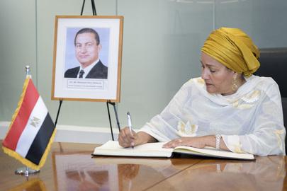 Deputy Secretary-General Signs Condolence Book