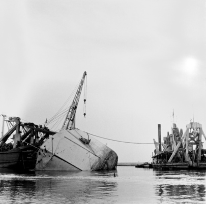UN Salvage Craft Complete Task of Towing