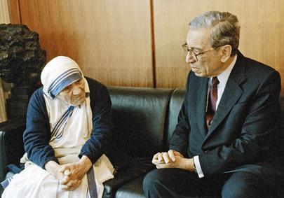 Secretary-General Meets with Mother Teresa