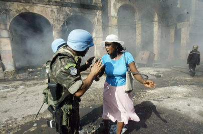 MINUSTAH Peacekeepers Help Street Merchant in Port-Au-Prince