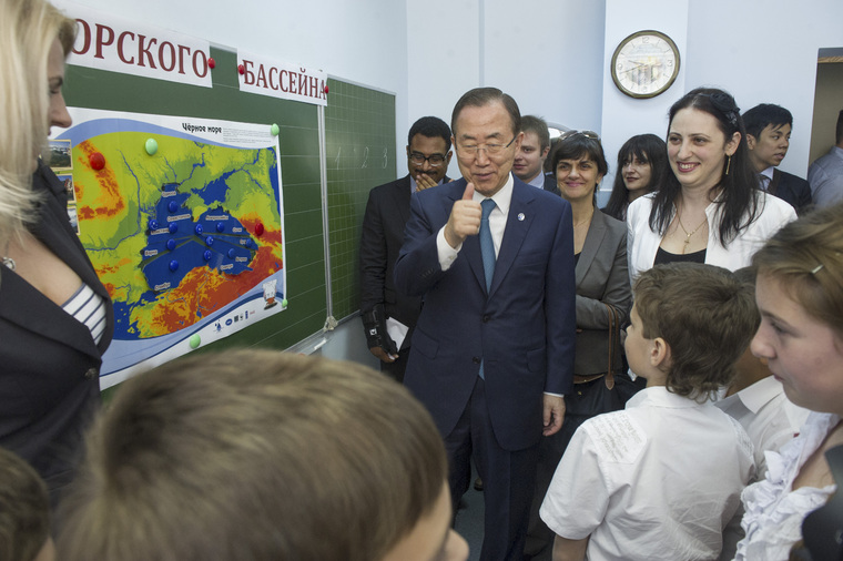 Secretary-General Visits School in Sochi