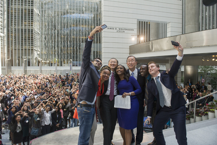 Secretary-General Takes Selfie with End Poverty Call to Action Organizers