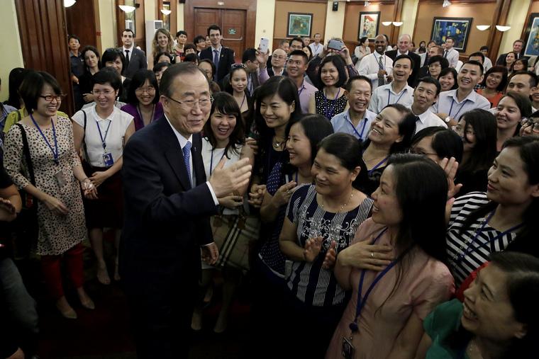 Secretary-General Greets Staff in Viet Nam