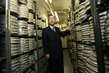 Secretary-General Visits UN Audio-Visual Library 13.979342