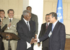 Prime Minister of Malaysia Presents Gift to Secretary-General 2.6096005