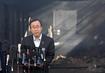 Le Secrétaire général devant le siège de l'UNRWA