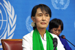 Aung San Suu Kyi Speaks to Press in Geneva 9.433544