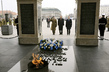Secretary-General Lays Wreath at Tomb of Unknown Soldier, Warsaw 3.7571998