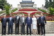 Secretary-General Visits Sun Yat-sen Mausoleum in Nanjing 3.760139