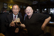 Secretary-General Visits Irish Pub in Dublin 1.0