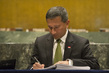 Foreign Minister of Singapore Signs Paris Agreement on Climate Change 4.342527