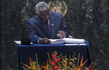 Prime Minister of Barbados Signs Paris Agreement on Climate Change 3.3198075
