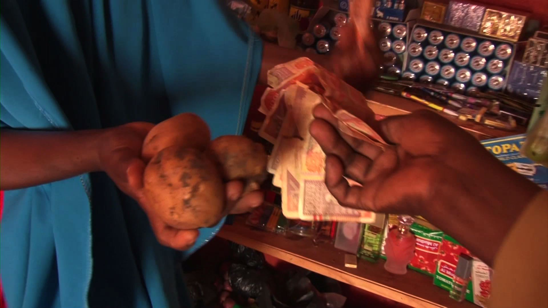 Selected frame from video story SOMALIA / SMALL BUSINESS