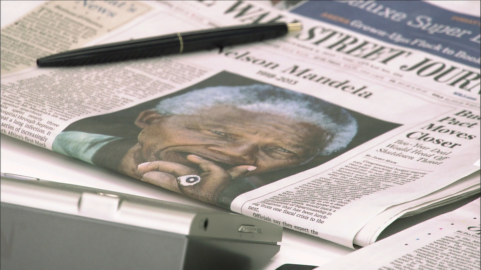 Selected frame from video story UN / MANDELA WRAP