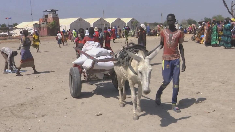 SOUTH SUDAN  BENTIU FOOD DISTRIBUTION