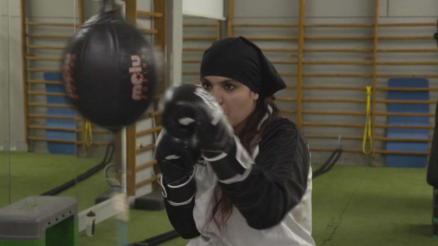 SPAIN  AFGHAN BOXING GIRL