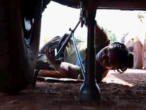 SOUTH SUDAN / ETHIOPIAN FEMALE MECHANIC
